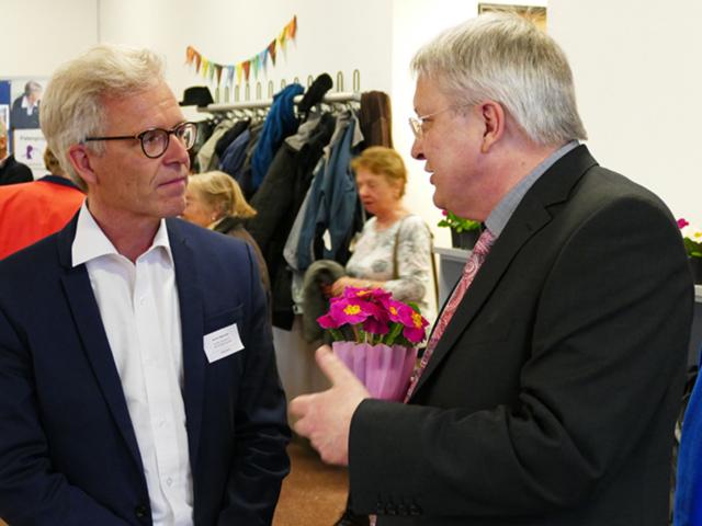 Bürgermeister Hahn im Gespräch mit Kirchengemeinderat Weinmann